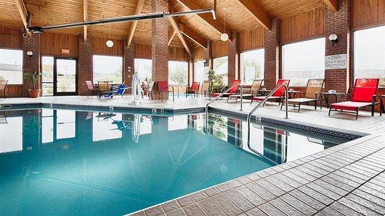 Best Western Norwalk: Pool