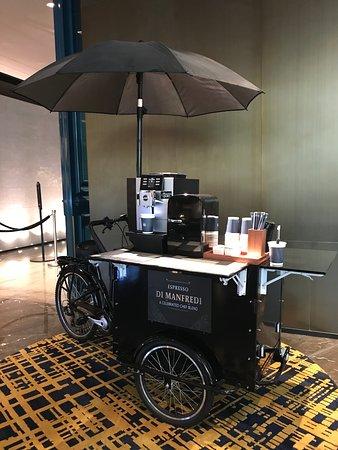 貼心的設計,自助外帶咖啡,免費的啊!