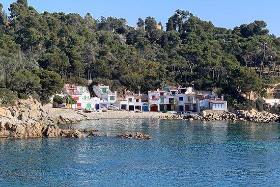 コスタブラバの隠れた湾と中世の村小グループツアーバルセロナ発