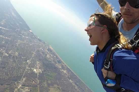 Tandem Skydiving Experience i Chicago