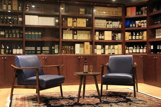Mizunara: The Shop (Whisky & Spirits Store): Whisky Experience at Mizunara: The Shop. The exclusive whisky shop in Hong Kong