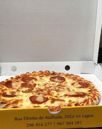 Snack-Bar Pizzaria Charlena's: Pizza de pepperoni e ananás
