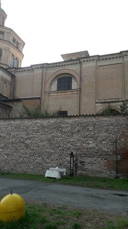 Basilica di Santa Maria di Campagna: I bellissimi decori esterni