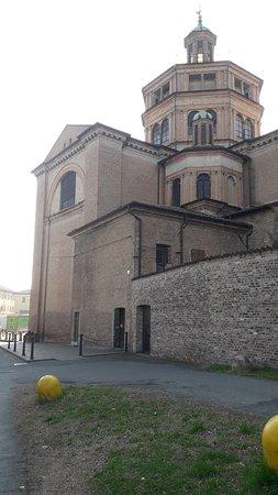 Basilica di Santa Maria di Campagna: La parte esterna (particolare)