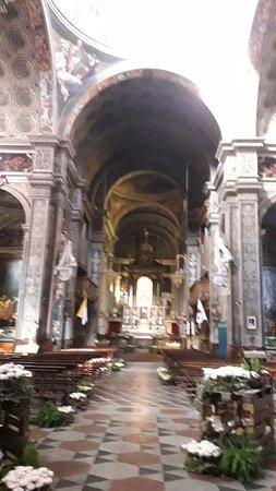Basilica di Santa Maria di Campagna: Prospettiva dell'interno