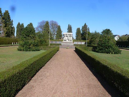 Kerken, Germany: Kriegs-Opfer - Ehrenmahl, auf dem Friedhof in Niuekerk.