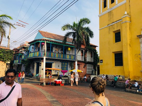 Getsemaní Neighbourhood Tour in Cartagena: exploring the history Getsemaní; Cartegena's  hipster neighbourhood.  A favorite for young travelers, artists and musicians. A bustling neighborhood full of life and Caribbean charm.