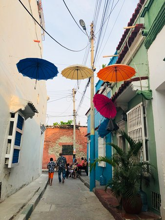 Getsemaní Neighbourhood Tour in Cartagena: Getsemani streets and walkways, look up! You never know what you might find.