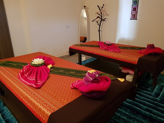 Limassol District, Kypros: The 'couples' suite where the sharing of massage experiences can be enjoyed in a calm and relaxing atmosphere.
