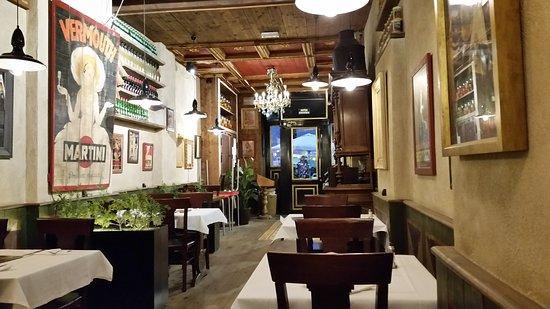 La Piemontesa: View towards the front door
