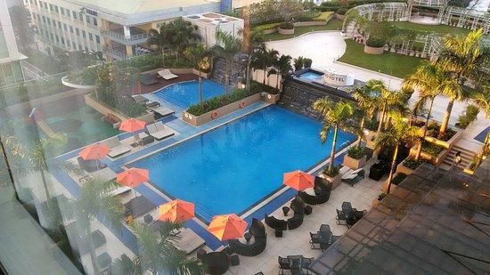 Novotel Manila Araneta City: View of pool from room