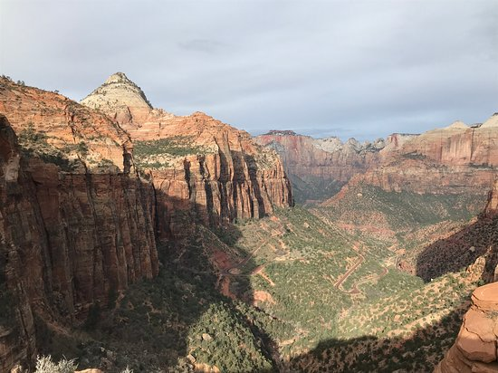 Zion National Park: View from top of Canyon Overlook Trail