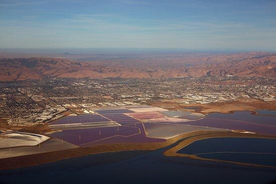 United Airlines: UA2362 PHX-SFO - A319 FC Seat 2F - Salt Evaporation Ponds in San Francisco Bay