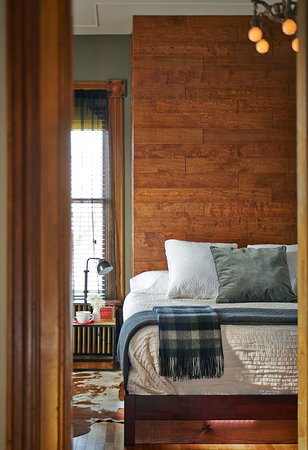 Made INN Vermont, an Urban-Chic Boutique Bed and Breakfast: Coolest Burlington Hotel| 3 star Best Burlington (2019) Top Coolest : Made INN Vermont B&B