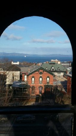 Made INN Vermont, an Urban-Chic Boutique Bed and Breakfast: Historical Made INN Vermont B&B| Burlington VT |    travel blog,traditional New England...