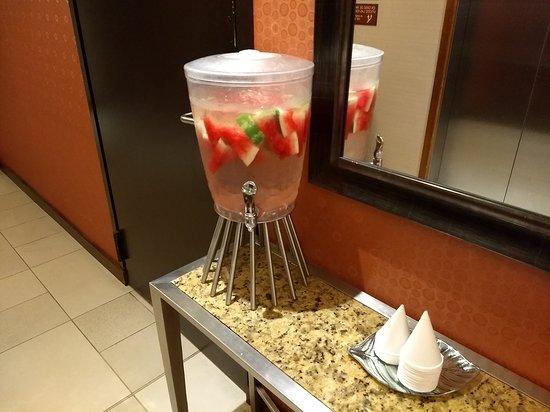 Agua saborizada cortesia del hotel