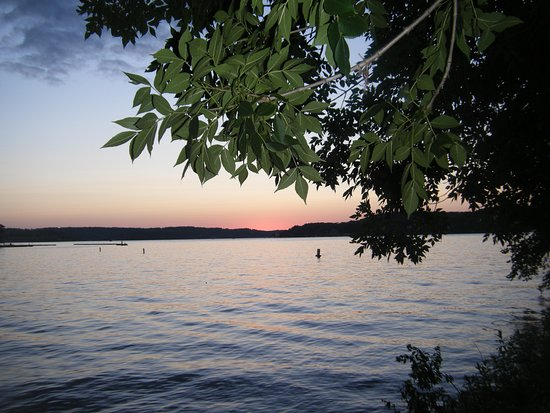 Lone Oak Point Resort: Typical sunset of the 11 mile mark of the Lake of the Ozarks.