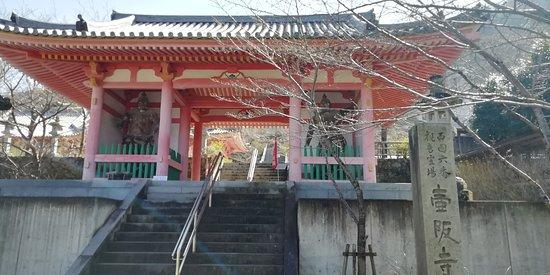 仁王門です