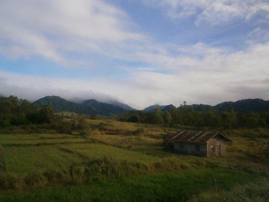 Nueva Vizcaya Province, ฟิลิปปินส์: A lone hut ..Nueva Viscaya road.