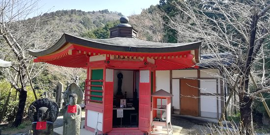 Takatori-cho, Japon : めがね供養観音のそばにあるお里観音六角堂です