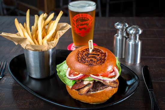 American Icon Brewery Kitchen & Taproom: The Icon Burger