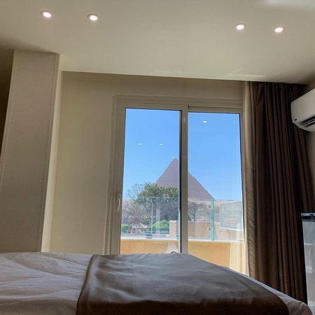 Room with unique view to the Pyramids and sphinx