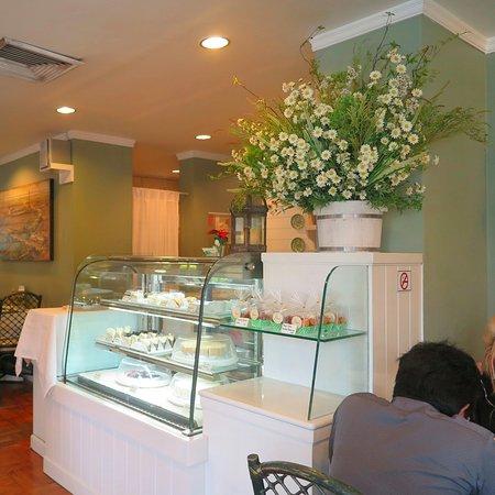 Prapak Restaurant: มาดู ขนมเค้ก และเบเกอรี่ ในตู้กันดีกว่าครับ ว่า มีอะไรบ้าง น่ากินแค่ไหนครับ