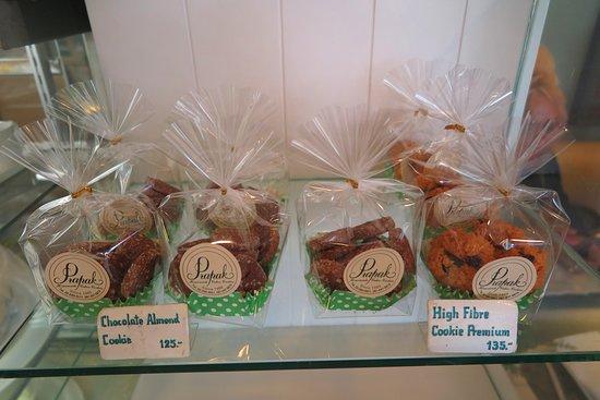 Prapak Restaurant: ขนมเค้กและคุกกี้ ของทางอาหารแห่งนี้ จะทำแบบ โฮมเมด ครับ