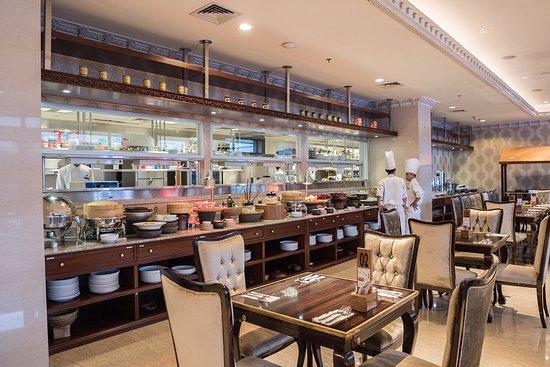 Myko Hotel & Convention Center Makassar: The Fig Tree Restaurant MYKO Hotel & Convetion Center terletak di lantai 2!