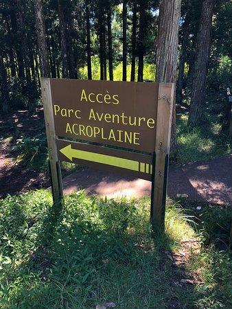 La Plaine-des-Palmistes, Reunión: L'entrée du parc au milieu de la forêt