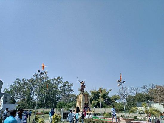 Yavatmal District, Indie: @rrithe photographs. 'Shivtirth' chatrapati shivaji maharaj statue. place in yavatmal town, maharashtra.