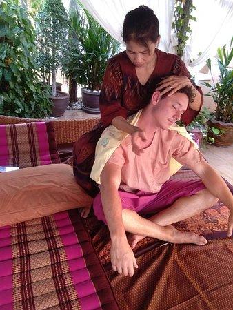 Jumeirah Luxury Spa: Our Door Thai massage.