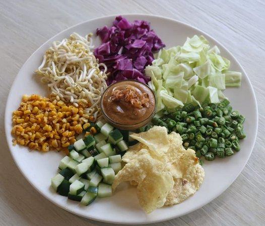 """""""KAREDOK"""" Javanese fresh salad served with Indonesian Peanut sauce"""