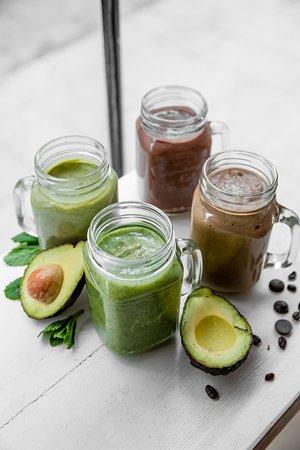 AvoShakes, nos milkshakes à base d'avocat : fruité, gourmand ou detox, on vous les prépare à la commande !   AvoShake, our avocado based milkshakes : fruity or detox, we freshly prepare it !