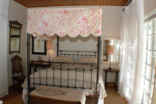 A delightful French Provencal styled room with wrought iron double bed, a large butler's tray and wooden travelling crate to add to its old world charm.  Open the French doors to your own patio leading to the swimming pool. An ensuite bathroom with bath and separate shower complete this enchanting room.