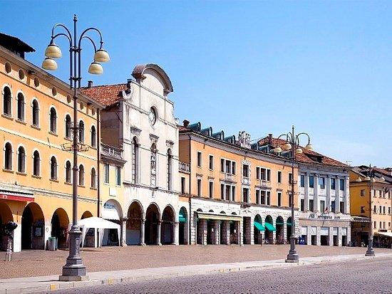 Piazza dei Martiri o Campedel