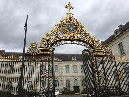Hotel-Dieu-le-Comte