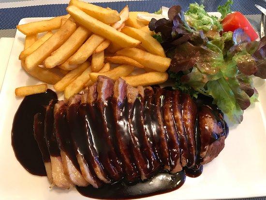 Sainte-Croix-du-Verdon, Frankrike: Petto d'anatra con patatine fritte