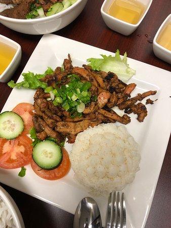 Grilled chicken served with steam jasmine rice