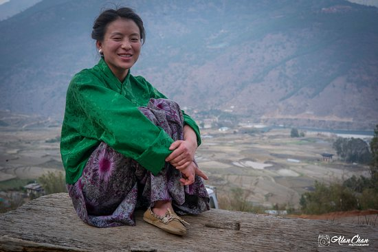 Good Vibe Adventure: Pure and happy people in Bhutan .