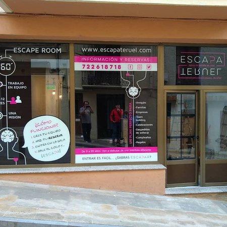 Alcaniz, Španielsko: Esaparate de nuestro local en Alcañiz Salas de Juegos de Escape Escape Room en Alcañiz Amigos. Familias. Empresas