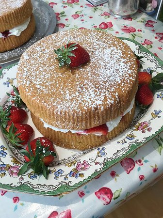 Brown's of Bexley: Victoria Sponge!