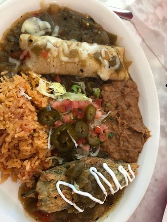 This is the #4 off the combo menu.  Pablano pepper with beef & cheese, and the beef enchilada, refried beans, Mexican rice.