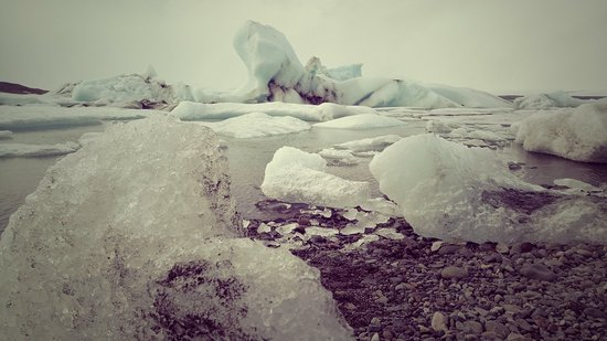Hoffellsjokull Glacier: Along the shore