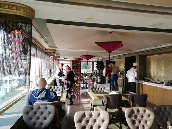 Yasmak Comfort Hotel: на завтраке немноголюдно
