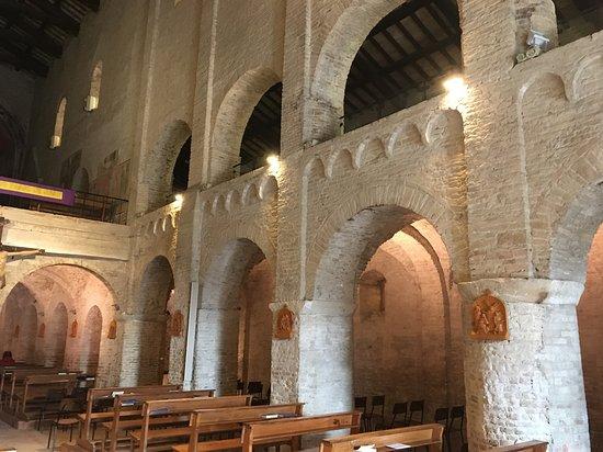 Santa Maria a Pie di Chienti: Interno della Chiesa