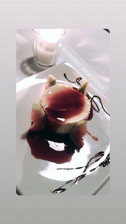 Jardim Secreto: Lugar lindo, comida excelente do sabor à apresentação e atendimento nota dez. A sobremesa torta de nata com calda de figo é divina! E o cenário é um capítulo à parte.