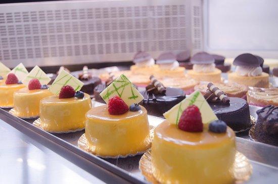 NY Cake Cafe: Mangos & Chocolate Mouse Cakes