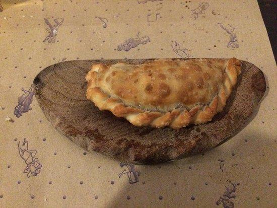 Santos Manjares: Empanada de lomo.