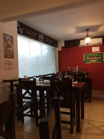 Santos Manjares: Interior do restaurante.